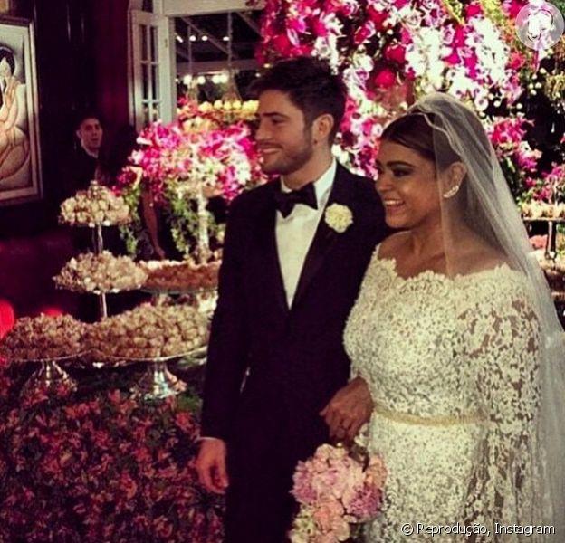 Preta Gil está esbanjando felicidade por ter se casado com Rodrigo Godoy. Na manhã desta quarta-feira, 13 de maio de 2015, a cantora postou uma foto do casamento e declarou: 'Preta Gil Godoy!!!!'