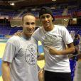 Neymar também tirou uma foto com o armador brasileiro Marcelinho Huertas, do time de basquete do Barcelona. Os dois se encontraram quando o atacante dava uma volta para conhecer as instalações do FC Barcelona
