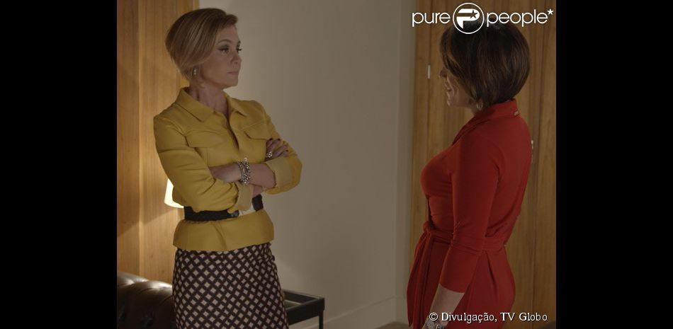 ef513d777a Inês (Adriana Esteves) e Beatriz (Gloria Pires) se confrontam no camarim de