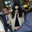 Kendal Jenner deixou a barriga de fora ao usar jaqueta de couro