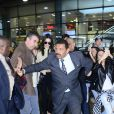 Kendal Jenner precisou ser escoltada por seguranças ao desembarcar em Guarulhos, em São Paulo