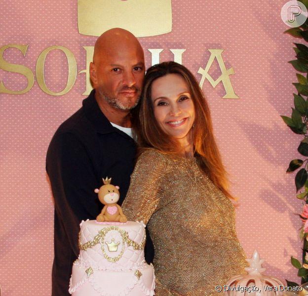 Grávida, Flávia Monteiro, de 42 anos, faz chá de bebê antes do nascimento do primeira filha, Sophia