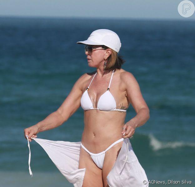Zilu Godoi vai à praia nesta quarta-feira, dia 4 de maio de 2015