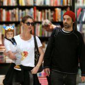 Alinne Moraes passeia com o filho, Pedro, ao lado do marido, Mauro Lima, no Rio