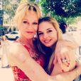 Melanie Griffith postou fotos ao lado de Stella: 'Nossa anjinho é incrível. O início de um novo capítulo em sua vida! Liberdade', escreveu