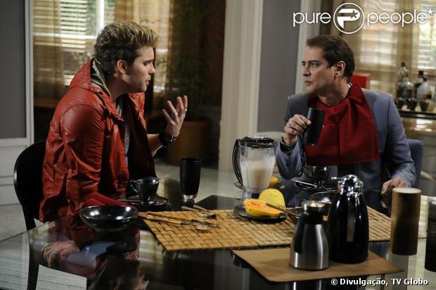 A primeira cena do casal gay Eron (Marcello Antony) e Niko(Thiago Fragoso) vai ao ar em'Amor à Vida' no capítulo de sexta-feira, 7 de junho de 2013
