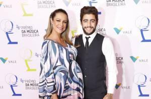 Grávida, Luana Piovani e mais famosas vão ao Prêmio da Música Brasileira. Looks!