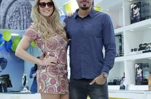 Ex-BBB Aline Gotschalg usa vestido curtinho em evento com Fernando Medeiros