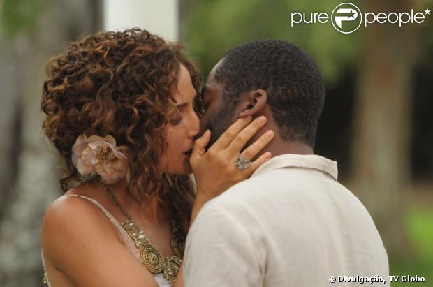 tão esperado beijo de Isabel (Camila Pitanga) e Zé Maria (Lázaro ...