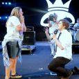 """Repórter do """"CQC"""" Lucas Salles escolheu o palco do Festival João do Rock, em Ribeirão preto (SP), para pedir a namorada em casamento"""