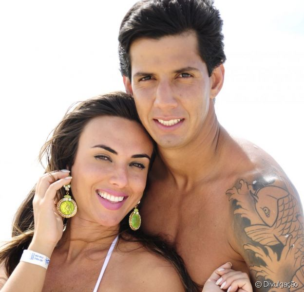 Nicole Bahls e Victor Ramos curtem parque aquático no Ceará em dezembro de 2012