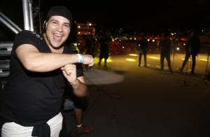 Tiago Abravanel curte show de Thiaguinho em cima do palco, em Fortaleza