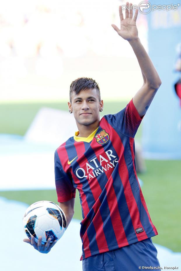Pai de Neymar está em Barcelona para escolher uma nova moradia para o jogador e sua família, em 15 de julho de 2013