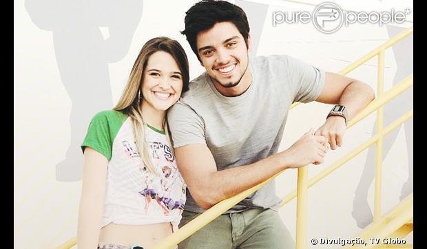 Juliana Paiva e Rodrigo Simas estariam namorando e vão assumir relacionamento em breve