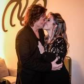 Fábio Jr. e namorada exibem anel de compromisso durante show em São Paulo