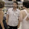 Marcelo Serrado ficou todo se querendo para o lado de Sueli (Andréa Beltrão) e Fátima (Fernanda Torres) no supermercado