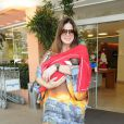 Vera Viel, mulher do apresentador Rodrigo Faro, escolheu um vestido longo e estampado para sair da materinadade, em dezembro de 2012, com Helena no colo. O casal tem mais duas filhas: Clara, de 8 anos, e Maria, de 5