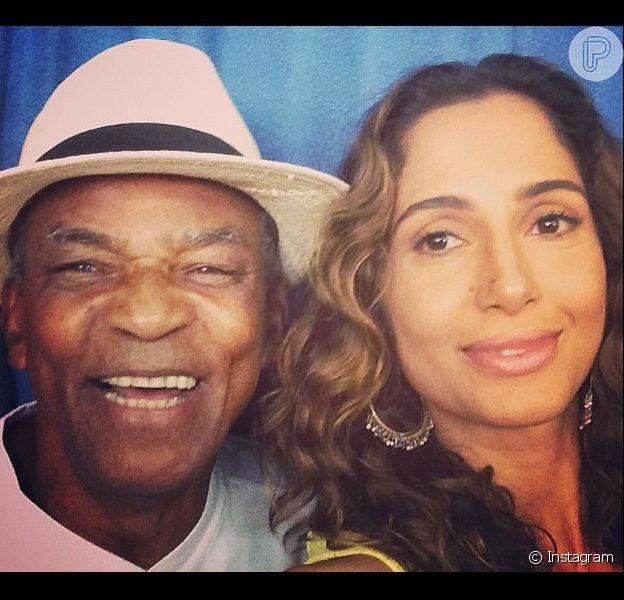 Antônio Pitanga, pai de Camila Pitanga, confirmou que a atriz está namorando: 'Viajaram juntos, só os dois. A Camila está feliz, é uma pessoa que gosta de viver a vida'