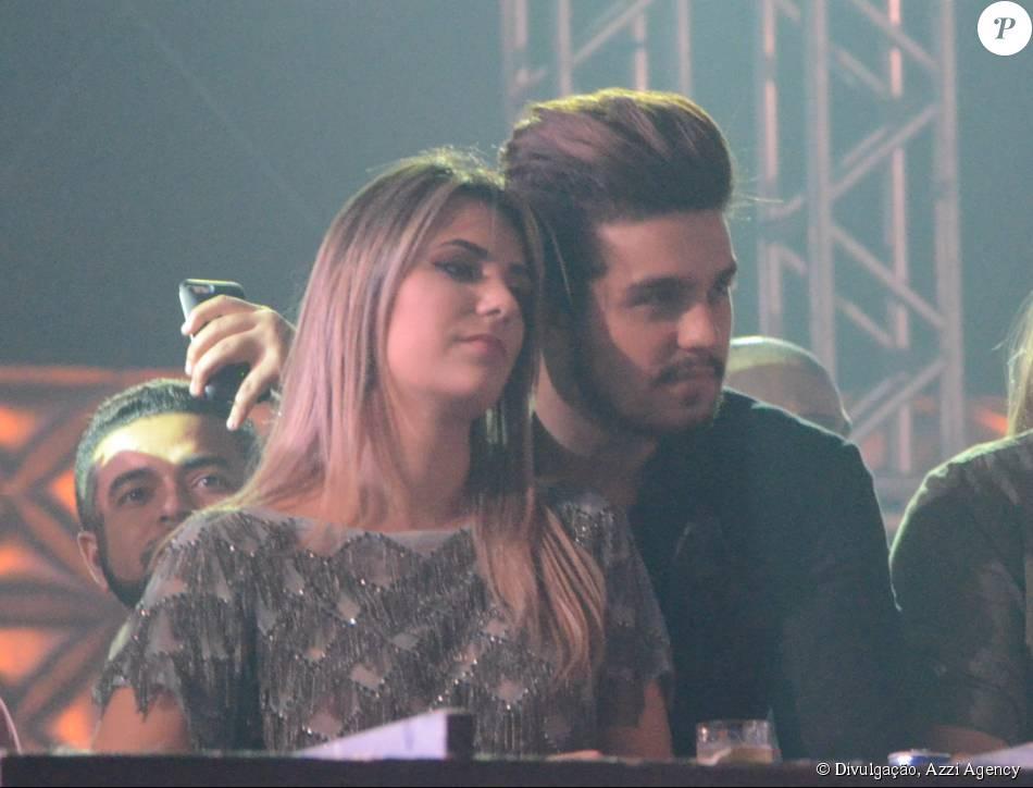 Luan Santana e Jade Magalhães reataram namoro e foram fotografados juntos durante a gravação do DVD da dupla Jorge e Mateus, realizada em uma casa de shows em São Paulo, na  quarta-feira, 30 de setembro de 2015