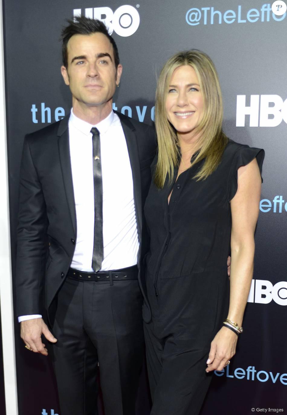 Jennifer Aniston exibe barriguinha suspeita em meio a rumores de gravidez
