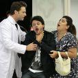 Em outra tentativa de ter sua primeira vez, Perséfone (Fabiana Karla) causou uma crise alérgica em Renan (Álamo Facó), em 'Amor à Vida'
