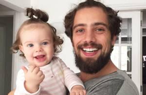 Rafael Cardoso brinca sobre papéis de pai antes de a filha nascer:'Enganava bem'