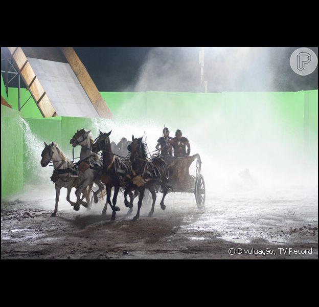 Cena da abertura do Mar Vermelho, em 'Os Dez Mandamentos', vai ao ar no dia 27 d eoutubro de 2015