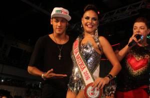 Paloma Bernardi é coroada por Neymar como rainha de bateria da Grande Rio