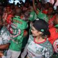 Nanda Costa cai no samba em dia de coração na quadra da Grande Rio