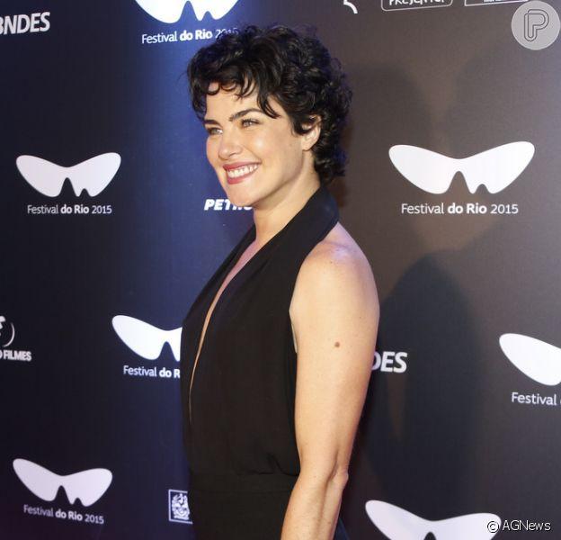 Depois de um período de reclusão, Ana Paula Arósio conferiu a première de 'A Floresta que se Move', filme que marca seu retorno à carreira artística, durante o Festival do Rio