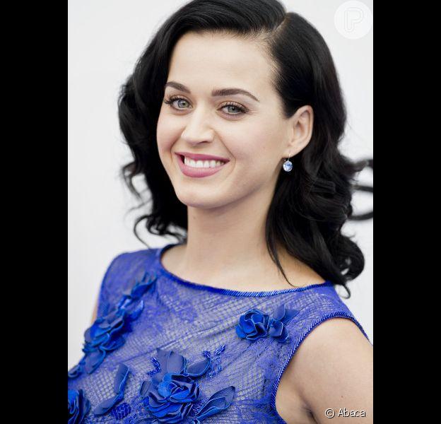 Katy Perry resolve provar que não namora Robert Pattinson em entrevista à revista britânica 'Elle UK': 'Eu peido na frente dele'