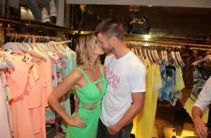 Fernanda Lima e Rodrigo Hilbert trocam beijos em evento de grife. Fotos!