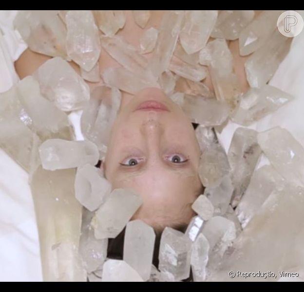 Lady Gaga aparece totalmente nua em vídeo de 'The Abramovic Method', projeto da profissional Marina Abramovic