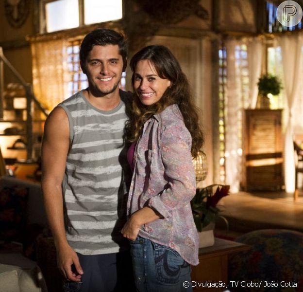 Natália (Daniela Escobar) tem um aborto espontâneo e perde o bebê que esperava de Juliano (Bruno Gissoni), em 'Flor do Caribe', em agosto de 2013