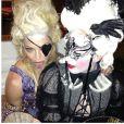 Madonna e sua convidada na festa de seus 55 anos, na França