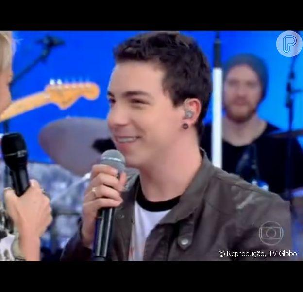 Di Ferrero exibiu aliança na mão direita durante participação no programa 'TV Xuxa'