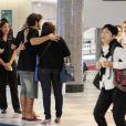 Caio Castro foi cercado por fãs durante passagem pelo aeroporto de Congonhas, em São Paulo