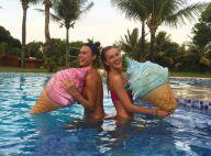 Fiorella Mattheis e Thaila Ayala posam em piscina durante férias em Trancoso