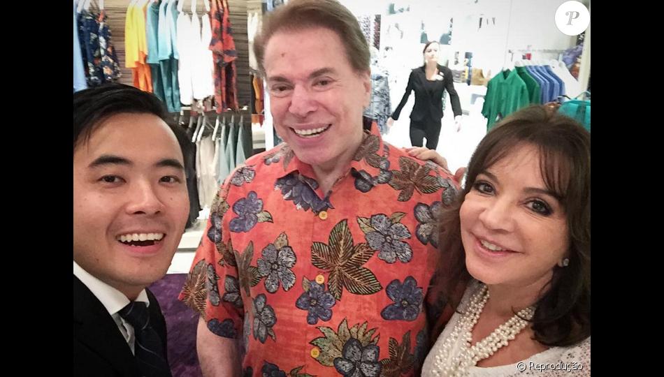 Silvio Santos é tietado por vendedor de loja em Orlando: 'Silvio Santos Abravanel! Familia simpatica e humilde!'