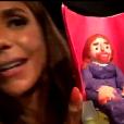 """Ivete Sangalo mostra a boneca que ganhou das crianças de seu time no """"The Voice Kids"""""""