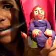 """Ivete Sangalo mostra detalhes da réplica que ganhou das crianças de seu time no """"The Voice Kids"""" em ensaio nesta terça-feira, dia 05 de dezembro de 2015"""