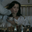 E Mariana (Marjorie Estiano) comete atentado à sua própria vida, ficando em estado grave