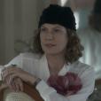 Isabel (Patrícia Pillar) aconselha Cecília (Alice Wegmann) a omitir gravidez e apressar seu casamento com Heitor (Leopoldo Pacheco)