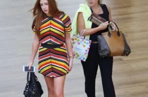 Marina Ruy Barbosa volta a usar bolsa de R$ 5 mil da grife Balenciaga em passeio