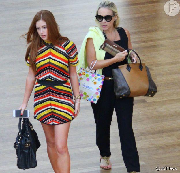 Marina Ruy Barbosa passeia com a mãe em shopping do Rio nesta quinta-feira, dia 07 de janeiro de 2015