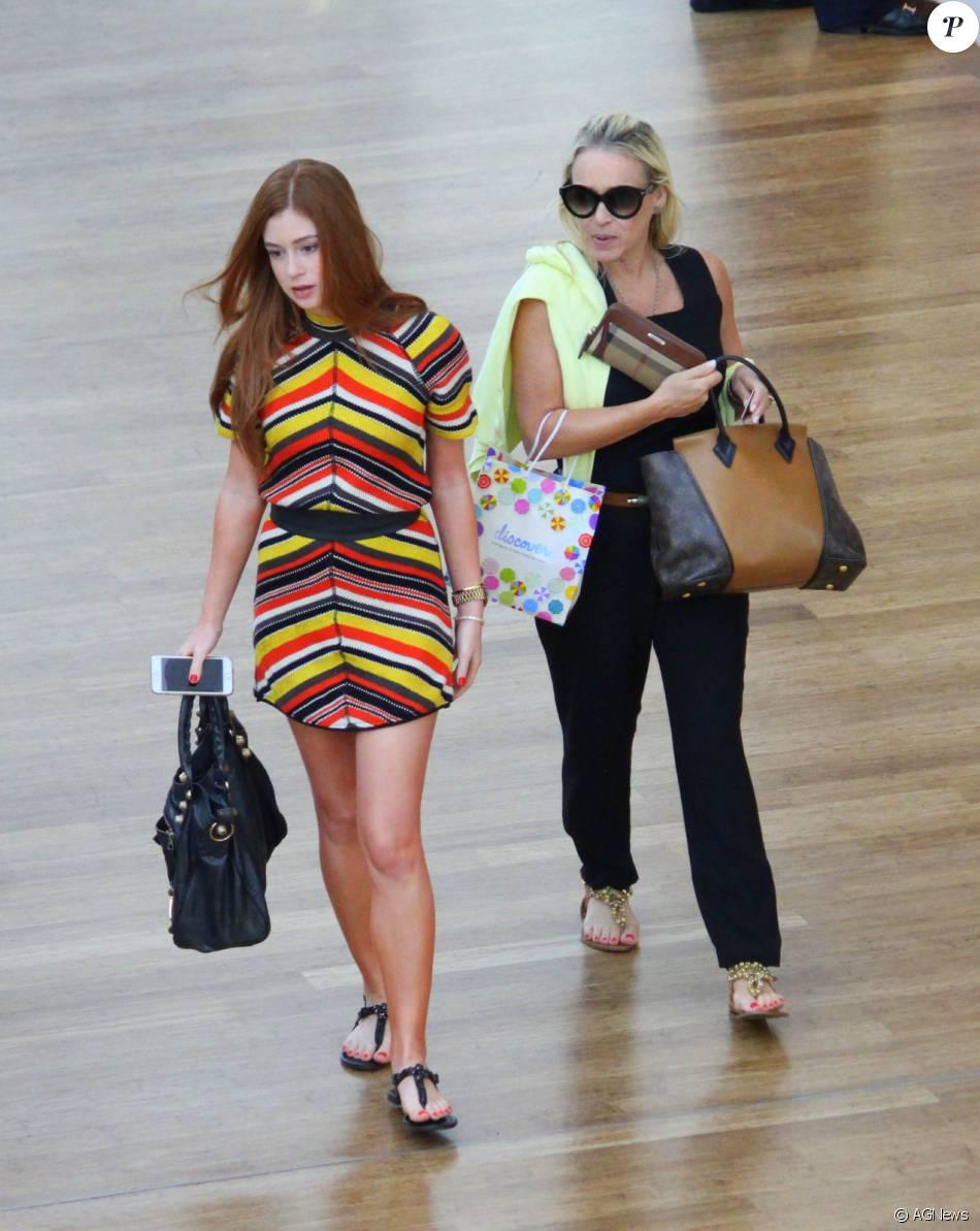 458919b3c0969 Marina Ruy Barbosa passeia com a mãe em shopping do Rio nesta quinta-feira,