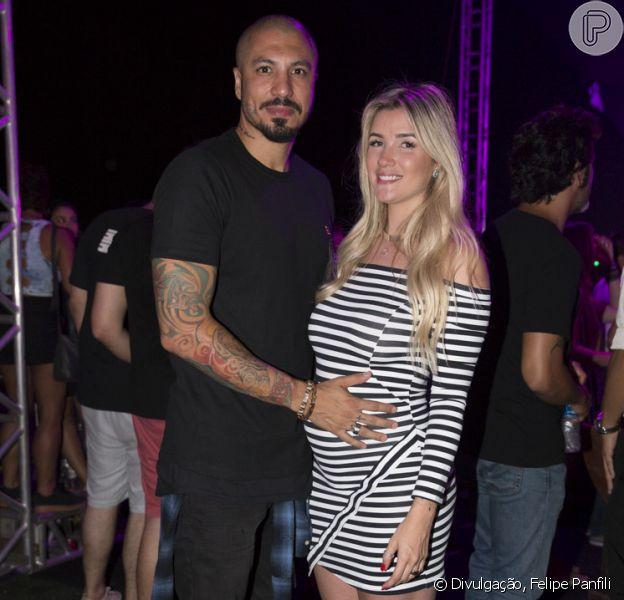 Aline Gotschalg exibe a barriga de 6 meses e posa ao lado do marido, o ex-'BBB' Fernando Medeiros