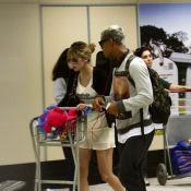Micael Borges e Sophia Abrahão desembarcam juntos após fim de namoro