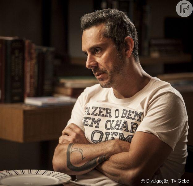 Romero (Alexandre Nero) decide se afastar de Atena (Giovanna Antonelli) por causa da desconfiança de Tóia (Vanessa Giácomo), na novela 'A Regra do Jogo', em 16 de janeiro de 2016