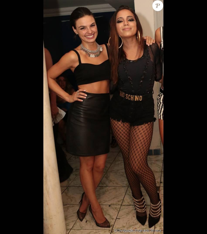 Anitta, que gravou novo videoclipe com participação de Isis Valverde, disse à revista 'Vejo rio', que chega às bancas no domingo, 8 de janeiro de 2016, que não teme a concorrência com a atriz